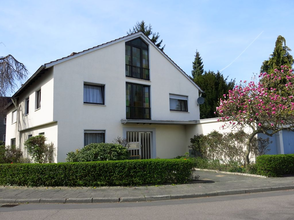 Quiet and bright apartment in the south of Cologne, convenient location!