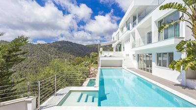 Photo for Highe Standards Property With Amazing Sea Views & Infinity Pool