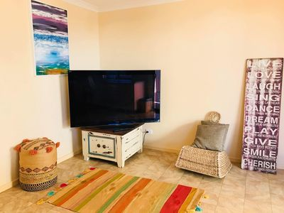 Photo for Neat two bedroom unit, modern and ready to move in.