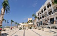 A spacious and well resourced apartment in a fantastic location, just steps from a clean sandy beach