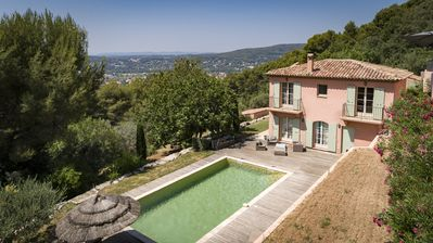 Photo for Bastide with superb view, private swimming pool, calm and comfort, near center