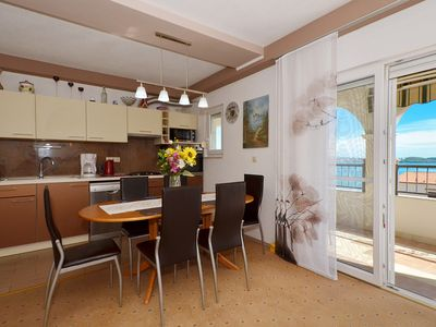 Photo for ARTE, spacious apartment with sea view, 4 + 1 persons, 80m from the pebble beach