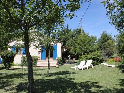 Photo for Quiet and comfortable Provencal house with pool and large open garden