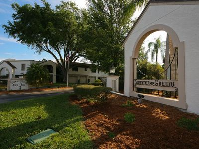 Photo for 2 bedroom and 2 bath close distance to shopping,restaurants, beaches and downtown Venice