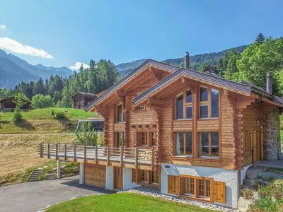 Photo for Chalet Mont-Gele - spacious chalet with terrace & garden