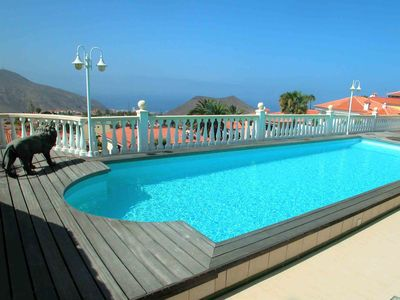 Photo for Apartment in a large villa with south-facing terrace and pool Free Wi-Fi Parking possible