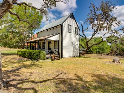 Photo for Charming farmhouse w/ shared pool, deck, gas grill - close to wineries & more