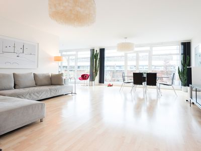 Photo for Beautiful 3 Bedroom Apartment Near Tower Bridge