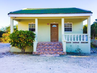 The Guest House on Lucayan Road - 2 mins walking distance from Long Bay beach