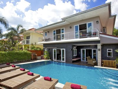Photo for Jomtien Pool Villa 7 Bedrooms