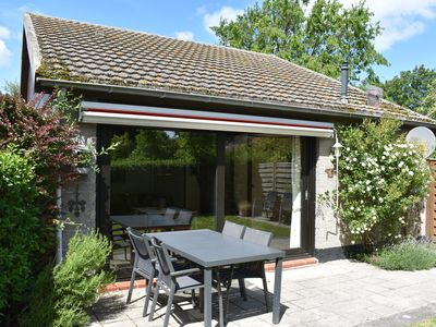 Photo for Detached holiday home with enclosed garden, WiFi, footpath to the North Sea