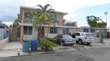 Los Caobos, Ponce 2nd floor apartment in safe and quite area, near from all
