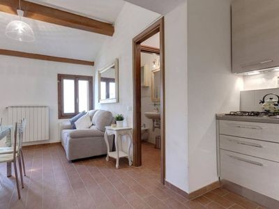 Are you looking for an apartment close to the Train Station and the Arno River for 5 people?