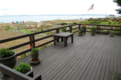 Expansive wrap around deck