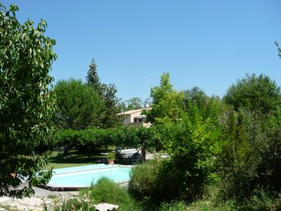 Photo for Furnished T2 (3 stars) with terrace and pool in the Luberon Côté Sud.