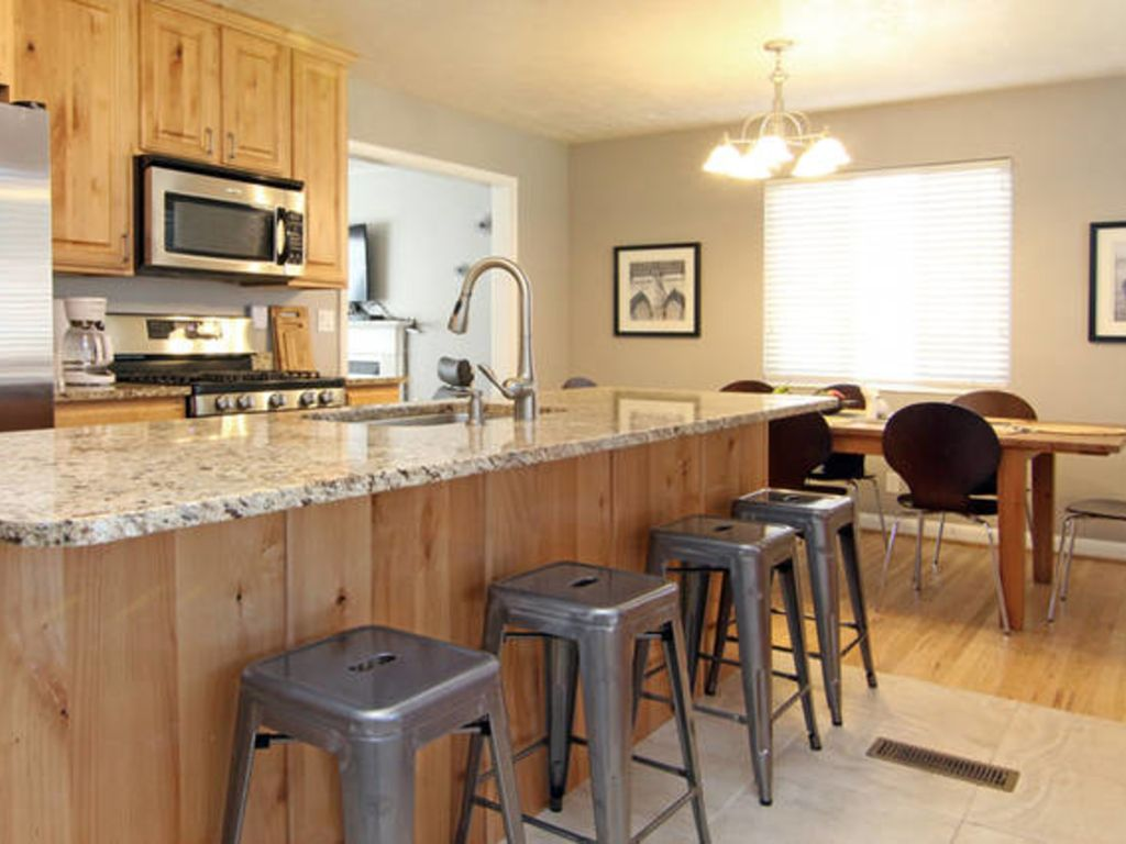 Newly Renovated 5 Bedroom Home. 5 minutes from downtown SLC!