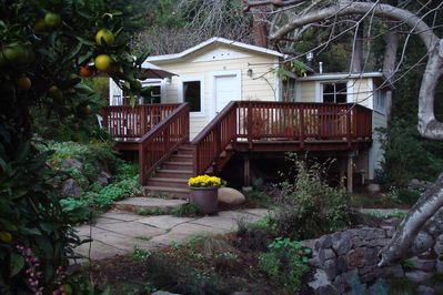 The steps and deck off of the front of the cottage where you can eat alfresco