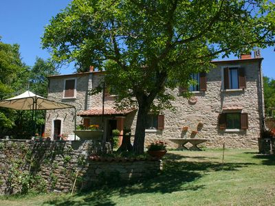 Photo for Old independent farmhouse  with private pool and garden, outdoor hot bath. Peaceful and panoramic. Province of Arezzo.