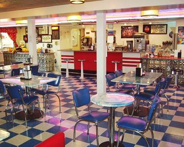 A well furnished indoor cafeteria.
