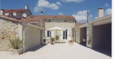 Photo for House with character and garden - 6 rooms - 8/12 persons