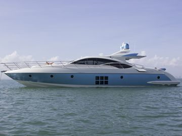 Luxury Yacht Rental With Captain and Crew From NYC to the Hamptons