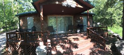 Quiet cabin minutes from Lake Tenkiller. Family or couple friendly.