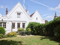 Short 11 day summer break using a character filled cottage in Compton as a hub.