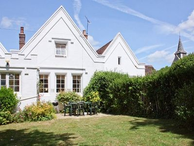 www.pepperpotcottage.co.uk. South facing garden and patio with BBQ.