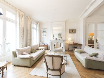 Photo for Enchanting home full of natural light near desirable Montmartre (Veeve)