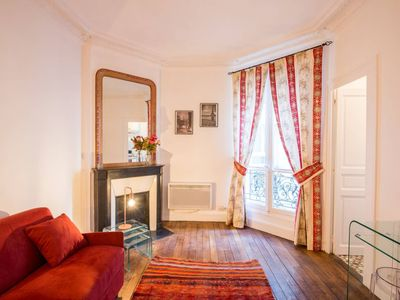Photo for Cozy apartment near the Eiffel Tower