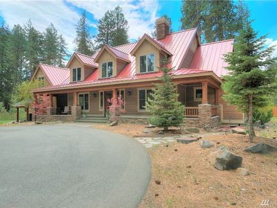 Photo for Gorgeous custom home w/ soaring ceilings near Cle Elum River