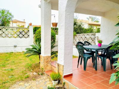 Photo for Villa Yolanda, magnificent terrace with garden, 10min from the beach, for 6 peop