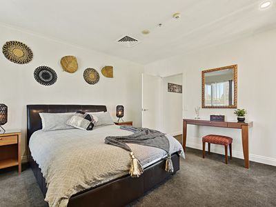 Photo for Spacious Apartment in Central Auckland