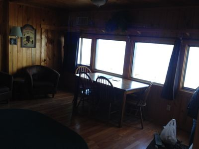 The lake view from the dining table is awesome!