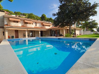 Photo for Spacious Villa, sea view, +150 from the beach +5 bedrooms, 4 toilets + large pool + fireplace + large garden