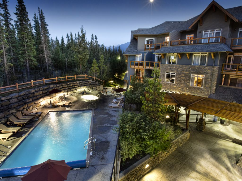 Beautiful Luxury Condo Close To Downtown Canmore