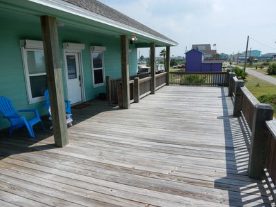 Very large upper deck with views of the Gulf