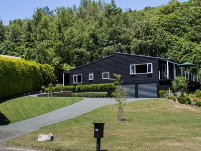 Photo for The Black House - Tranquil location, Pet friendly & Linen provided!