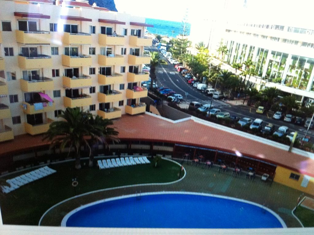 in front of the beach apartmen: apartments 1 bedroom los angeles