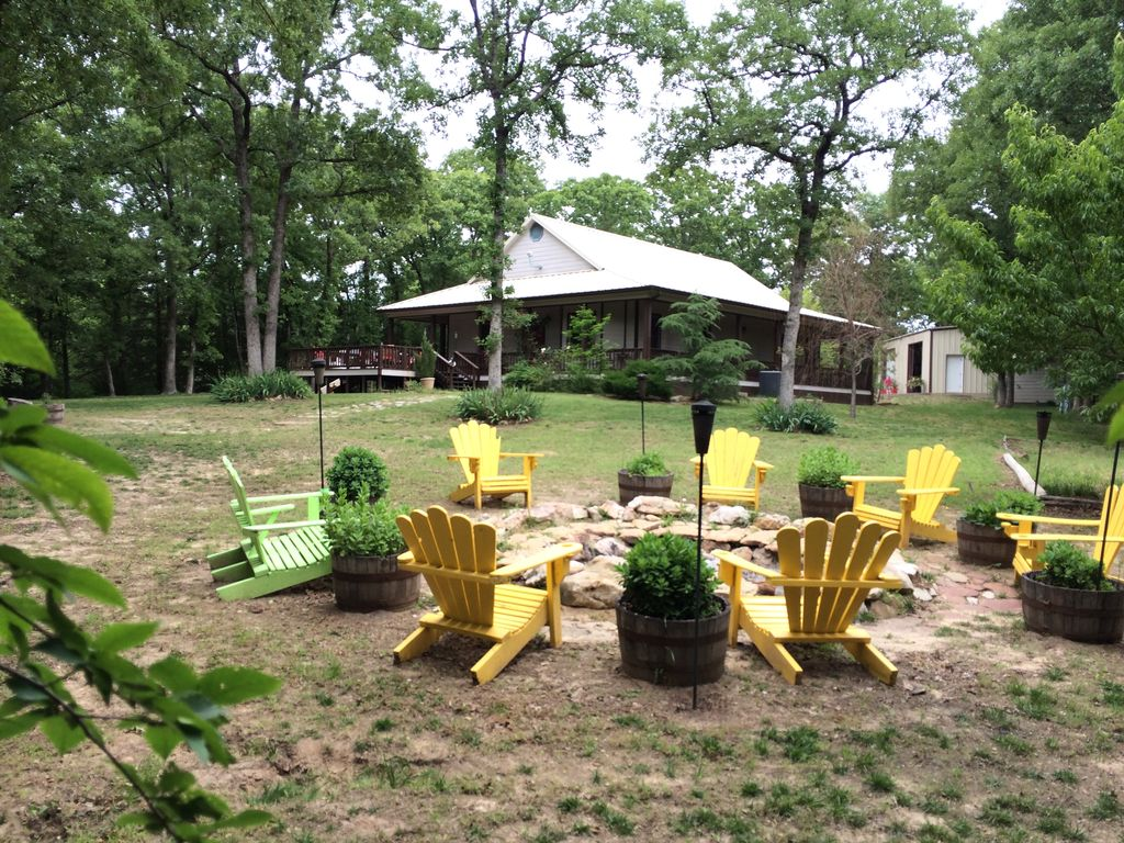 Get out of dallas completely secluded cou homeaway for Lake texoma cabins with hot tub