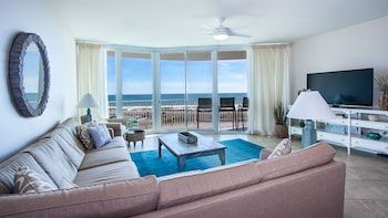 Photo for Luxurious Three Bedroom Unit - Unit Crd1011
