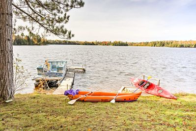 Leave your stress behind and retreat to the lake at this vacation rental studio.