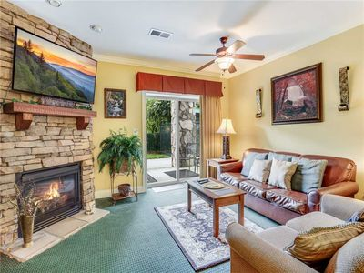 Photo for Downtown Delight, 2 Bedrooms, Pool, Hot Tub, Sleeps 6