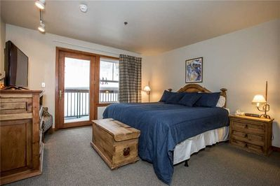 Lockoff with King Bed, Flatscreen TV and Slopeside location
