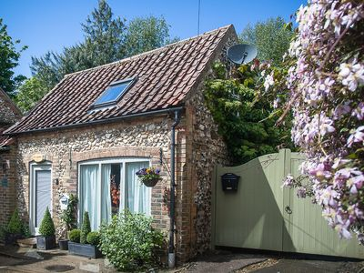Photo for Detached Character 1 Bedroom Pretty cottage with garden in  village.Free wi-fi