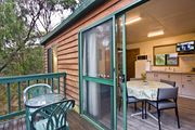 Hidden Valley Cabins - A Step Up From Lorne (Cabin 2)