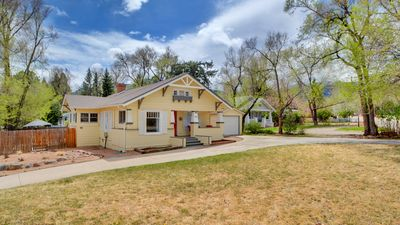 Photo for Charming Bungalow, close to Broadmoor Hotel, Ivywild, and Downtown.