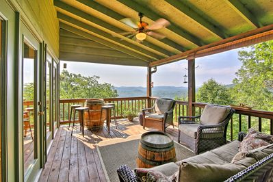 The cabin sits atop Germany Mountain & has 2 furnished decks.