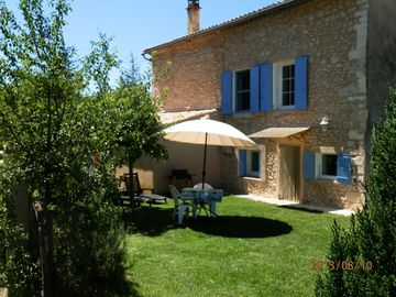 COTTAGE AT THE FOOT OF MONT VENTOUX AND FALLS IN LAVENDER