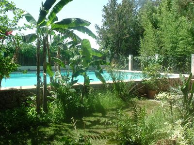 Photo for Free-standing cottage, 150 m², large pool (86 m²), beautiful garden